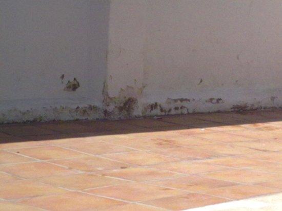 Coma Ruga, Spain:                                                       hotel délabré