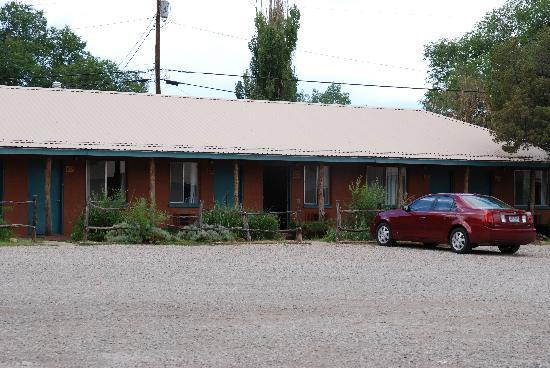 Smokey Bear Motel: Outside my room