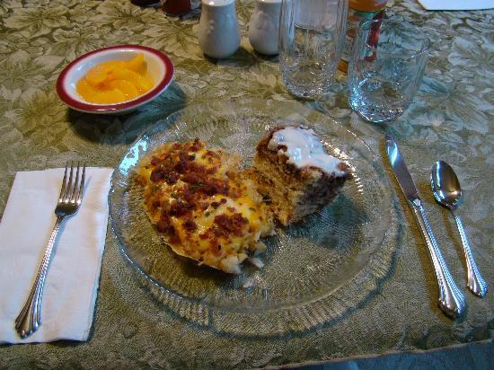 Tanana Loop Country Inn: The most delicious homemade breakfast!