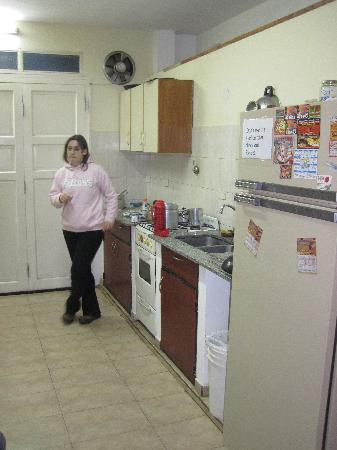 El Retorno Travellers' Hostel: The kitchen