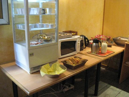 Hotel Residence Les Palatines: Frühstücksbuffet unter aller Sau!