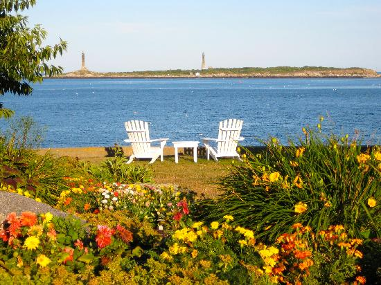 Eden Pines Inn: Looking out at Thatcher Island