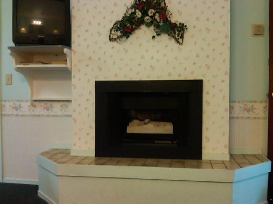 Beachwalker Inn: gas fireplace
