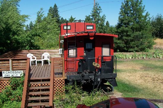 Iron Horse Inn Bed & Breakfast: another view of the caboose