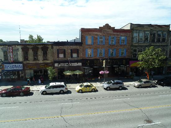 Mercer Hall Inn: view of the main street from our window