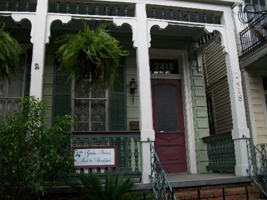 Garden District B&B: Front Entrance