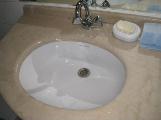 Afamia Hotel: Sink - bathroom was verly clean