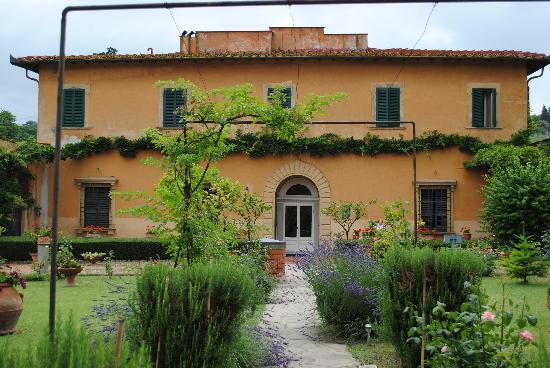Villa I Cancelli Front View
