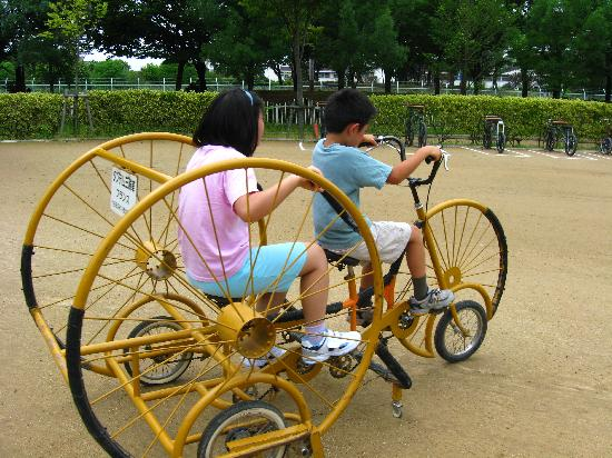 Bicycle Museum: よいしょ、よいしょ…