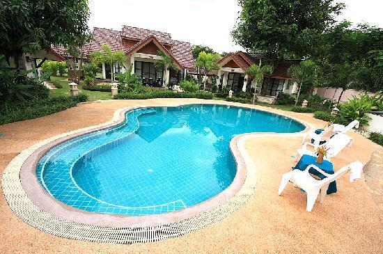 Pang Rujee Resort: Pool