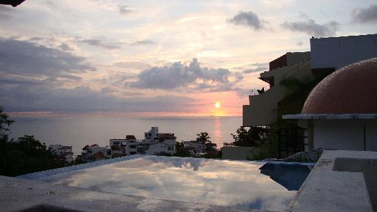 Casa Cupula: Sunset by the Infinity pool - priceless