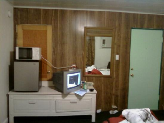"Western Motel: ""great amenities and newly remodled"" ??"