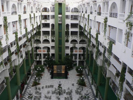 Hotel Bahia Serena: Die Abendprogrammhalle