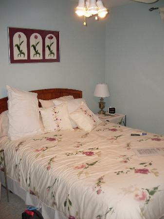 Arbor Bed and Breakfast: bedroom