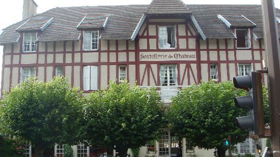 Chaumont-sur-Loire, Francia: Vue de l'Hôtel depuis l'entrée du chateau de Chaumont