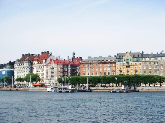 Stockholm, Sweden: Einkaufsmeile der Marken wie Gess, Gucci....