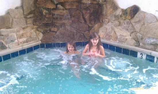 Comfort Suites Burlington: Girls relaxing.