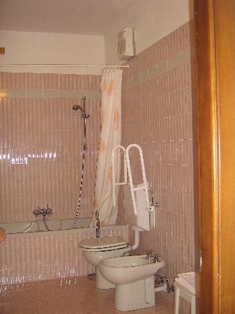 Albergo Rondo: Bagno suite