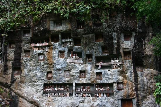 "Toraja Heritage Hotel: ""Les morts au balcon"""