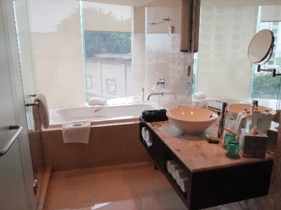 The Westin Kuala Lumpur: Bathroom 1