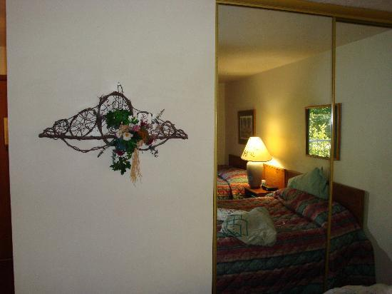 Somerset Inn & Suites: Another room shot