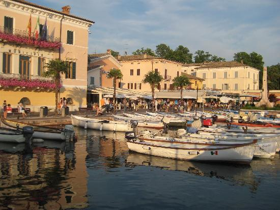 Hotel Speranza: The port in Bardolino