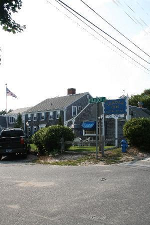Harwich Port, MA: Another view of the front of the Inn