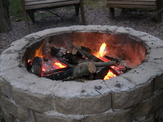 Birchcliff Resort : Nightly camp fire.
