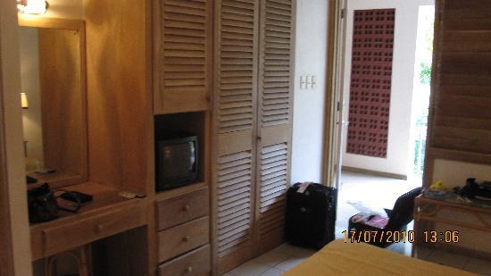 Enchanted Waters Tobago: Tv in room