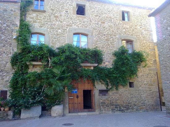Monells, Spain: La casa por fuera
