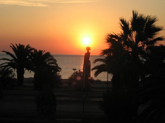 Residence Hotel Le Terrazze: Sonnenaufgang Blick vom Hotelzimmer