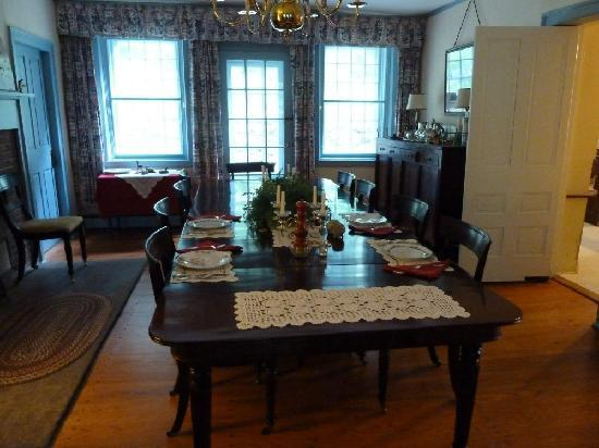 Bailey's Mills Bed and Breakfast: Dining Room