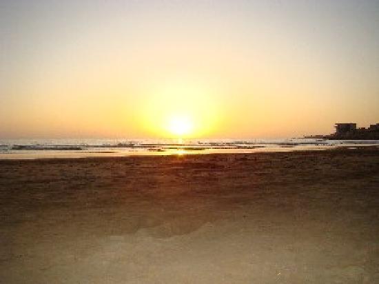 Sunset Taghazout : la plage du village