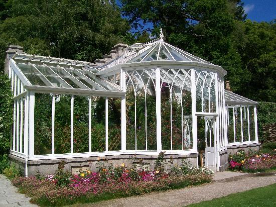 Ballater, UK: Cute conservatory in the flower gardens