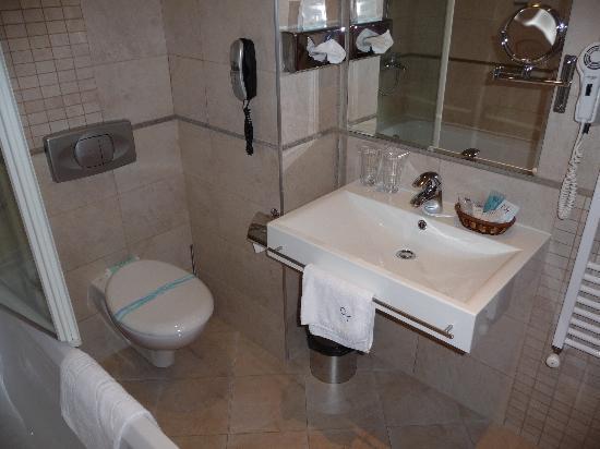 City Hotel, BW Premier Collection : salle de bains chambre 502