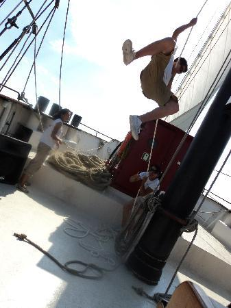 Tallship Cruises : Hoisting the sail - Kajama Tall Ship- Jul. 30th/10