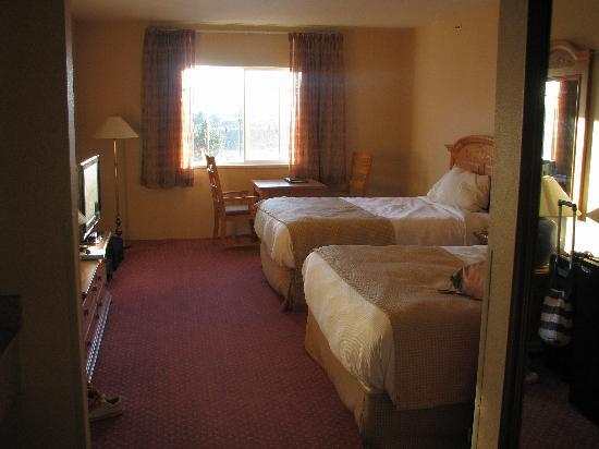 Best Western Plus Grant Creek Inn: large room