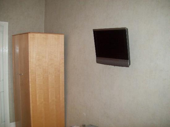 Benson House : flat screen tv