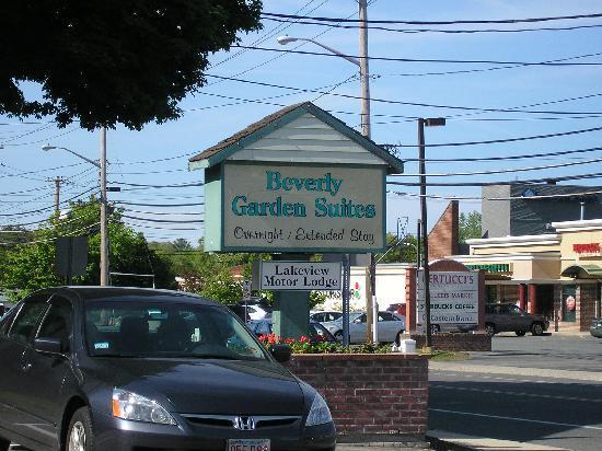 Beverly Garden Suites: Motel sign