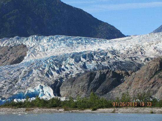 Driftwood Hotel: postcard perfect at Mendenhall Glacier & Falls