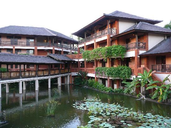 Club Med Bali: Main Courtyard on way to the rooms