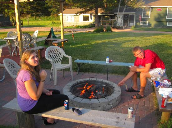 Whispering Winds Cottages: Fire Pit