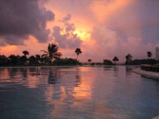 Secrets Maroma Beach Riviera Cancun: Gorgeous sunset!