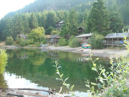 Strathcona Park Lodge & Outdoor Education Centre : Lakeside cabins