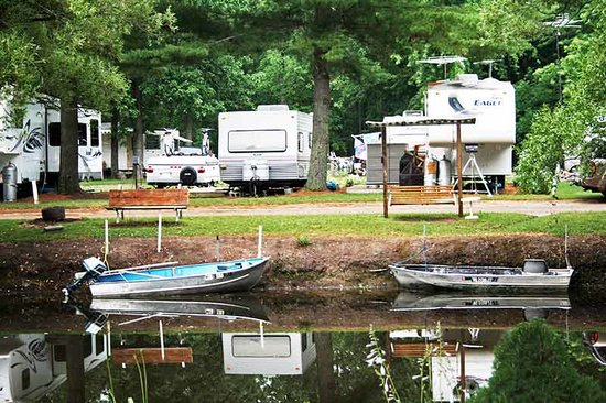 Tawas River RV Park : Fish & Boat in the park