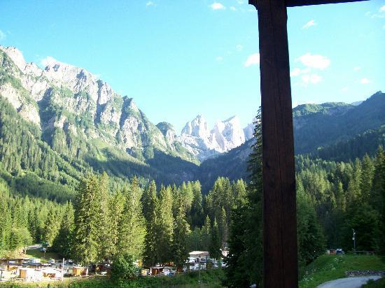 Falcade, Itália: Vista dal Poggiolo della stanza - Cime Focobon