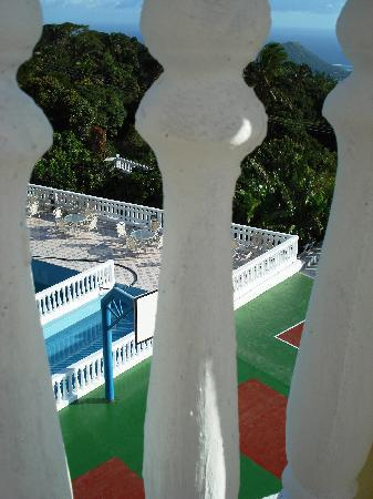 Moroni, Comoros: Tennis, Basket Ball Court and Pool