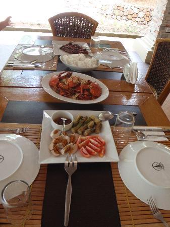 Busuanga Island Paradise: Food for 3