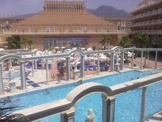 Piscina picture of cleopatra palace hotel playa de las for Alberca las americas