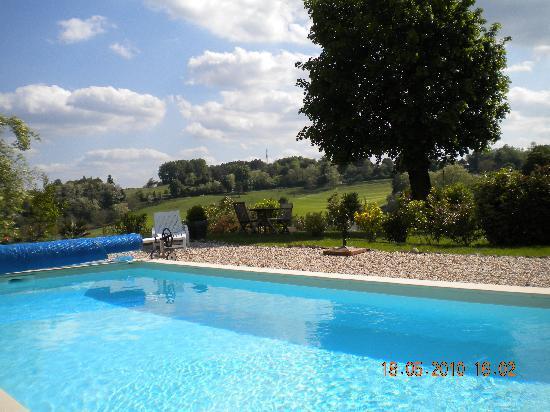La Colline d'Orance : De la piscine....